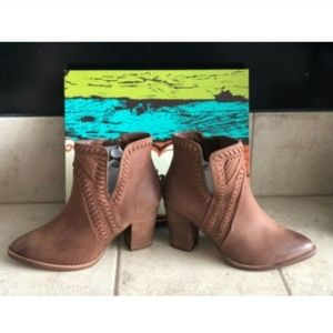 NWT Women's Short Brown Boots Size 10